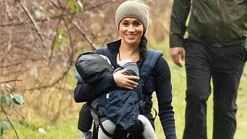 Видео дня: Меган Маркл гуляет с сыном и собаками по парку в Канаде