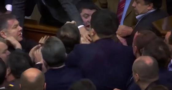 Moby в новом ролике показал драки украинских депутатов и Чернобыль