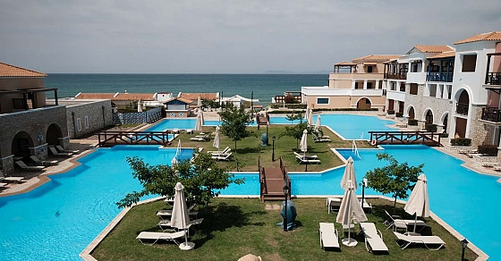 Планы на лето: отправляемся в лагерь для моделей на живописный греческий полуостров
