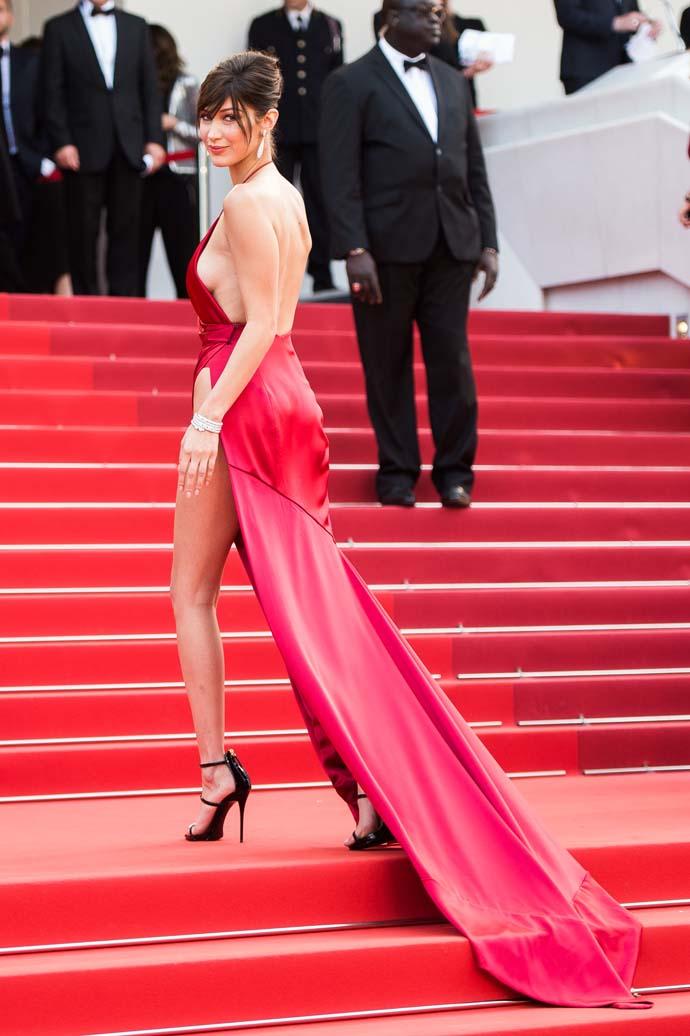 Фото беллы хадид в красном платье