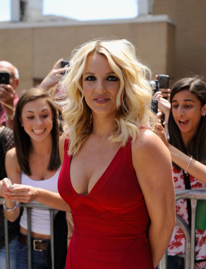Блондинка с огромным бюстом на кастинг