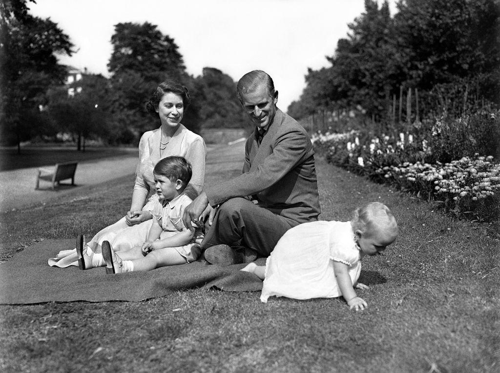 королева Елизавета II и принц Филипп дети