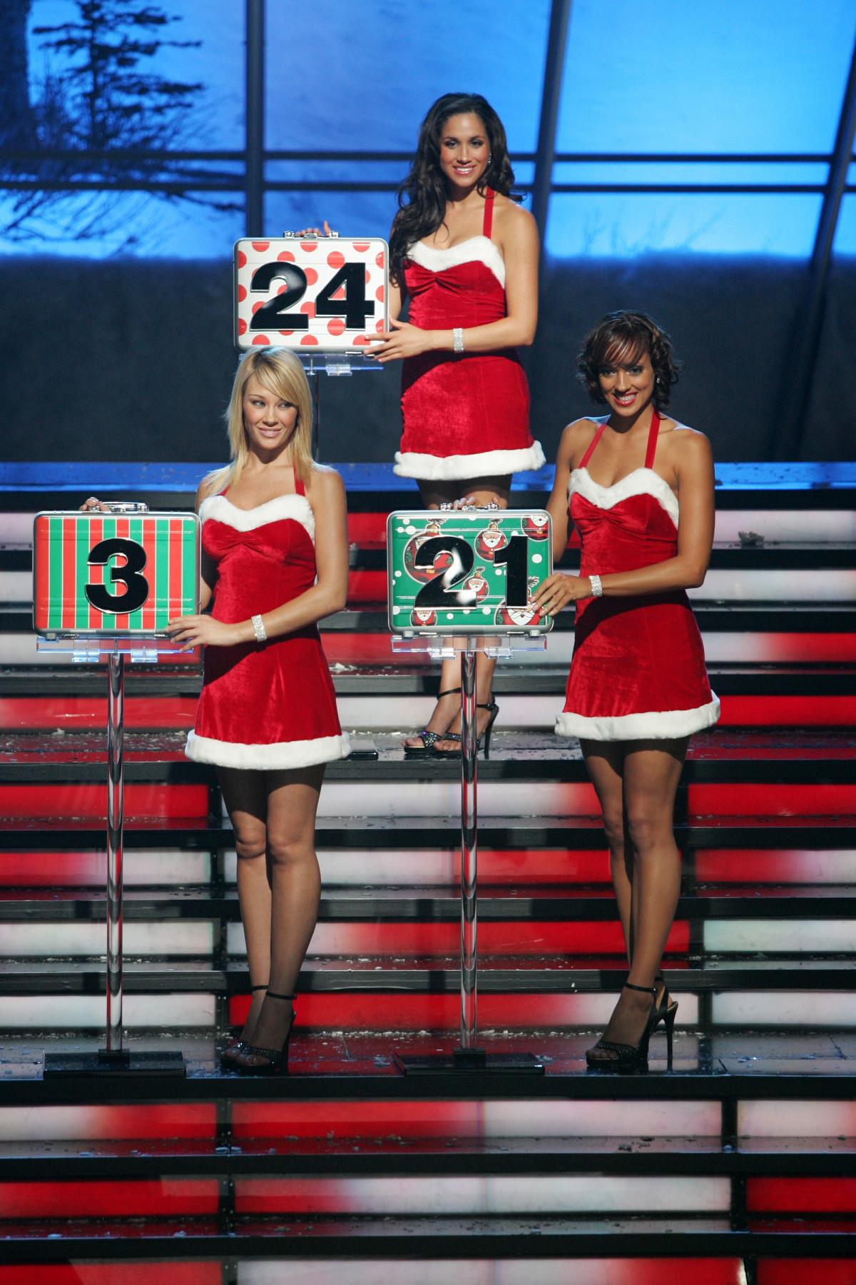 У відвертій міні-сукні Санта-Клауса: у мережу потрапило провокативне фото Меган Маркл