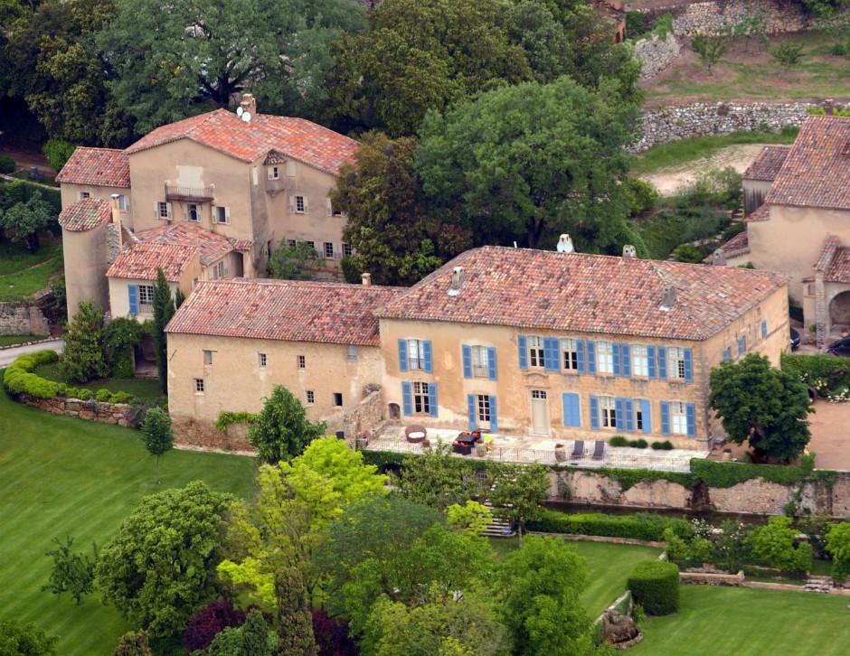 Анджелина Джоли иБрэд Питт реализуют свои виноградники иособняк воФранции
