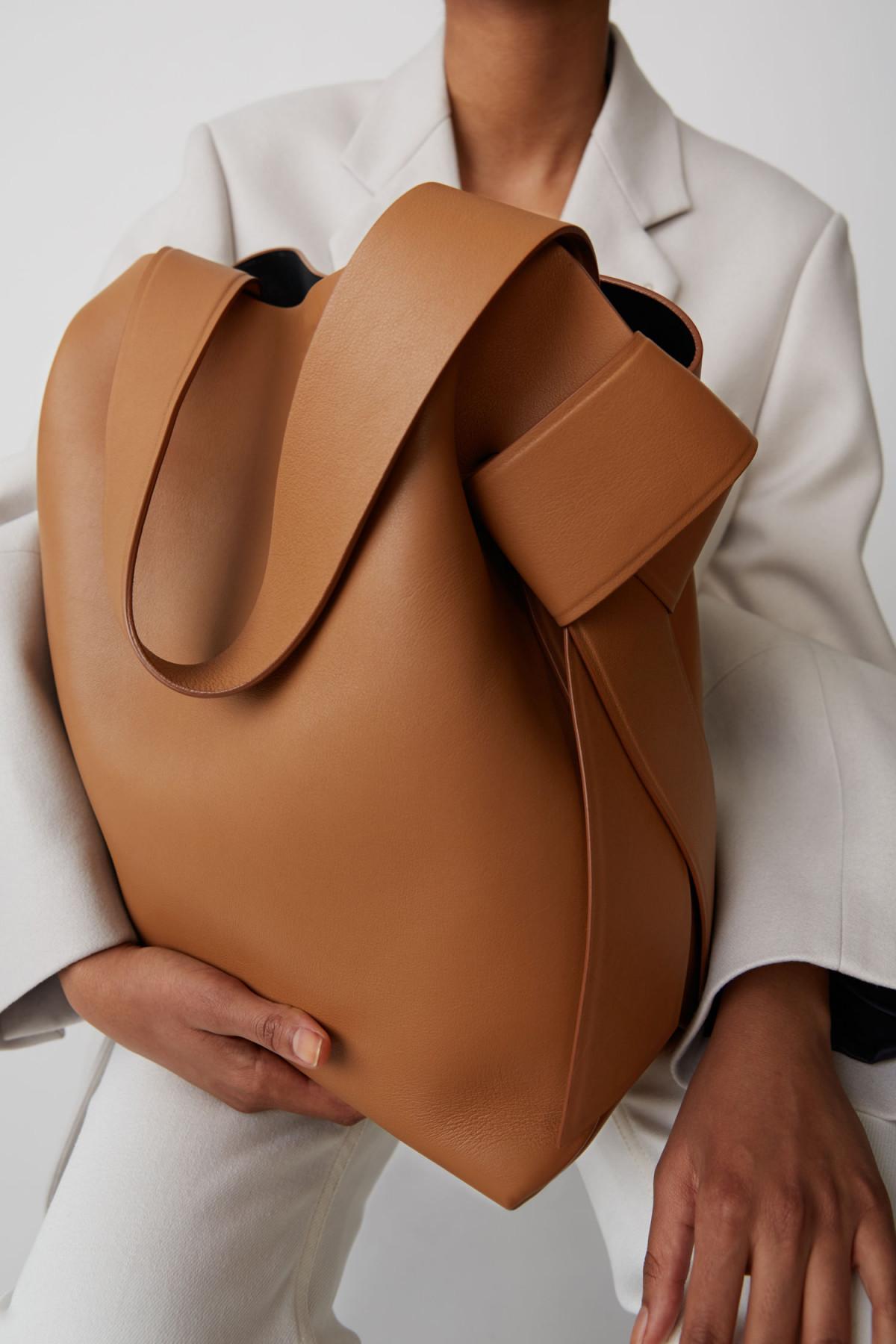 Серия сумок Musubi от шведского бренда Acne Studios