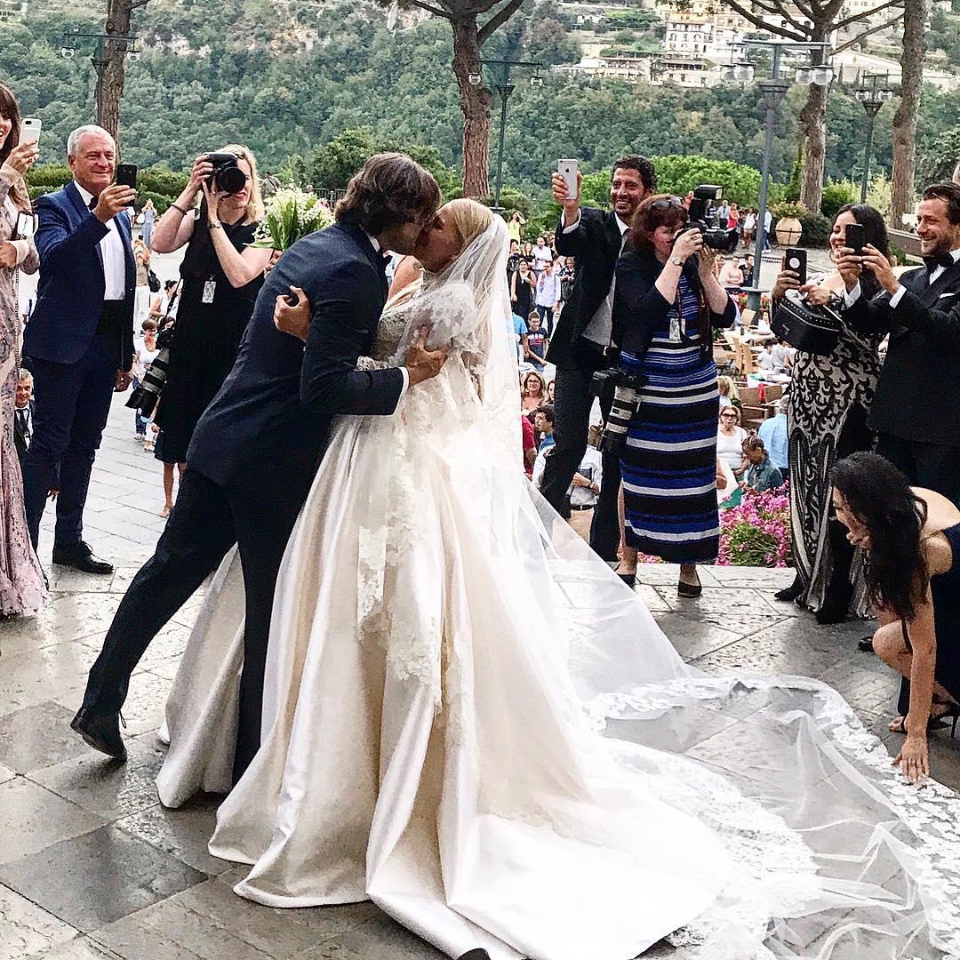 станет тот, в каких платьях выходят замуж фото улыбка