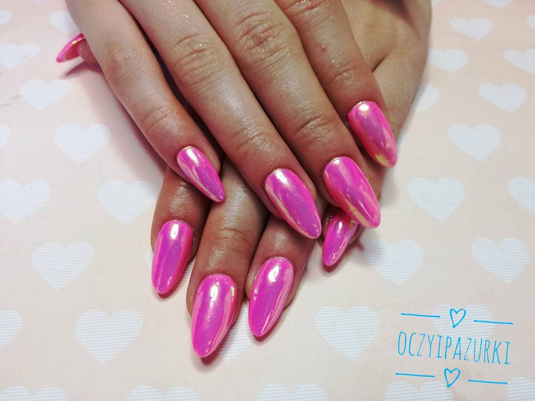 Зеркальные ногти ярко розовые