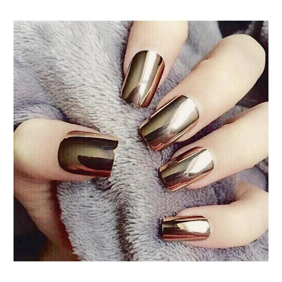 Зеркальное покрытие на короткие ногти