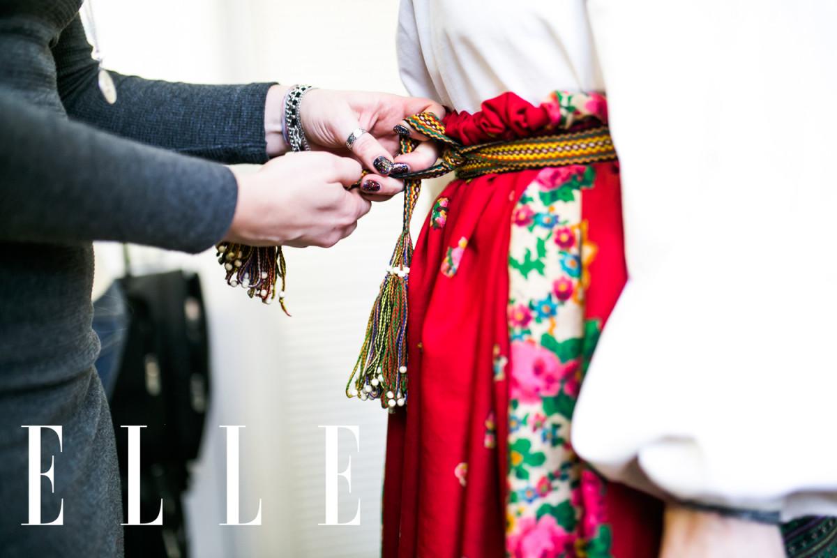 Стильные истоки: Тина Кароль примерила национальный украинский свадебный костюм вблаготворительной фотосессии