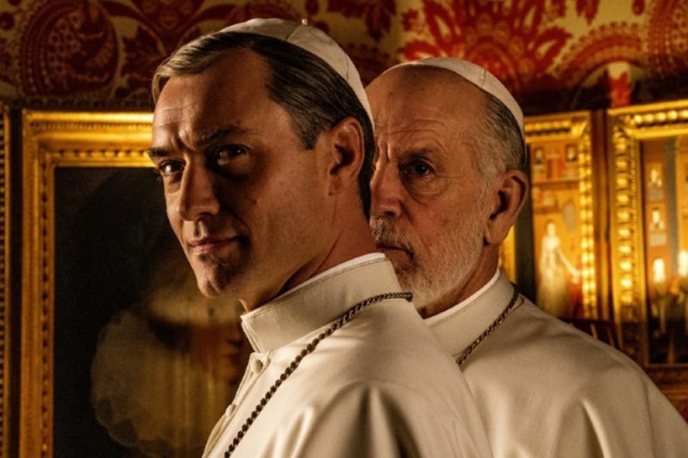 Святий чи шарлатан: Джуд Лоу проти Джона Малковича у трейлері серіалу «Новий Папа»