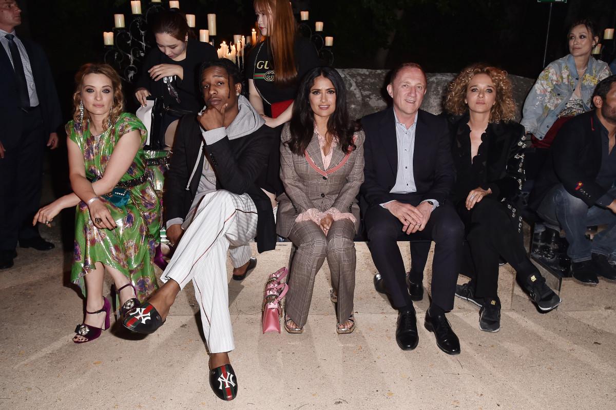 Сальма Хайек приковала ксебе внимание напоказе Gucci