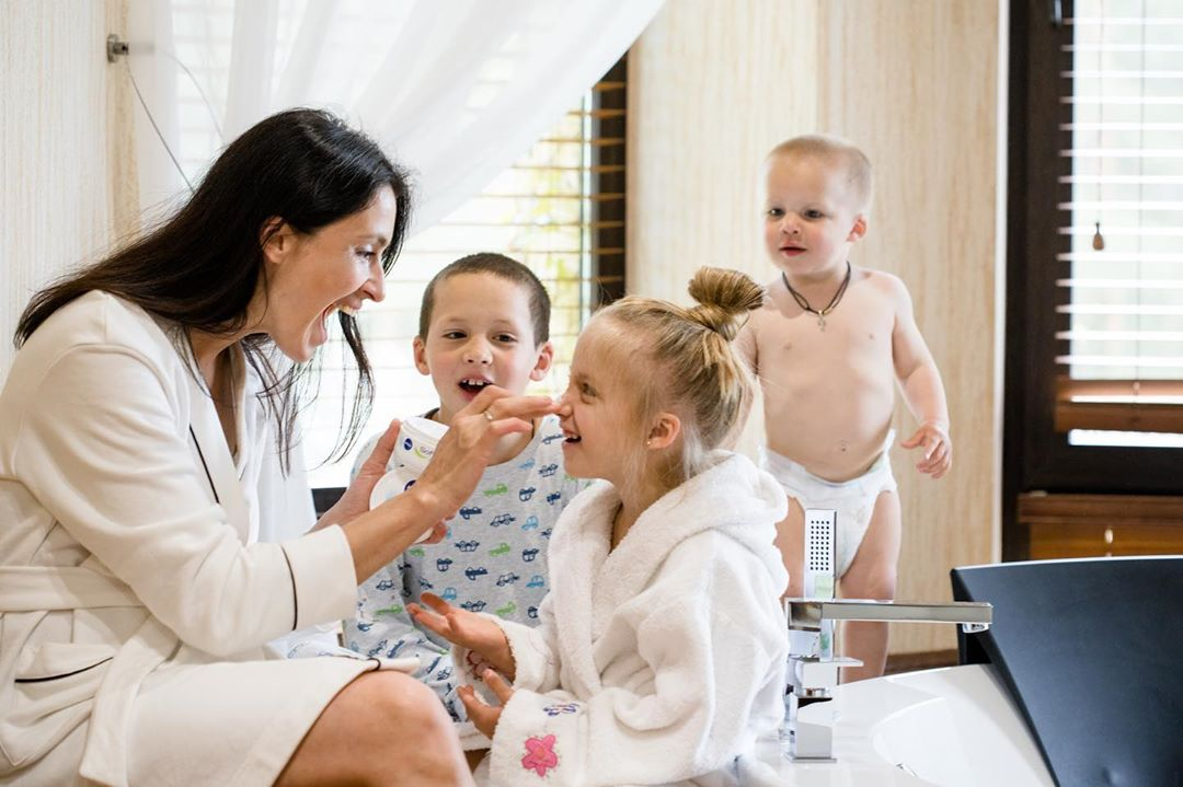 Валентина Хамайко з дітьми