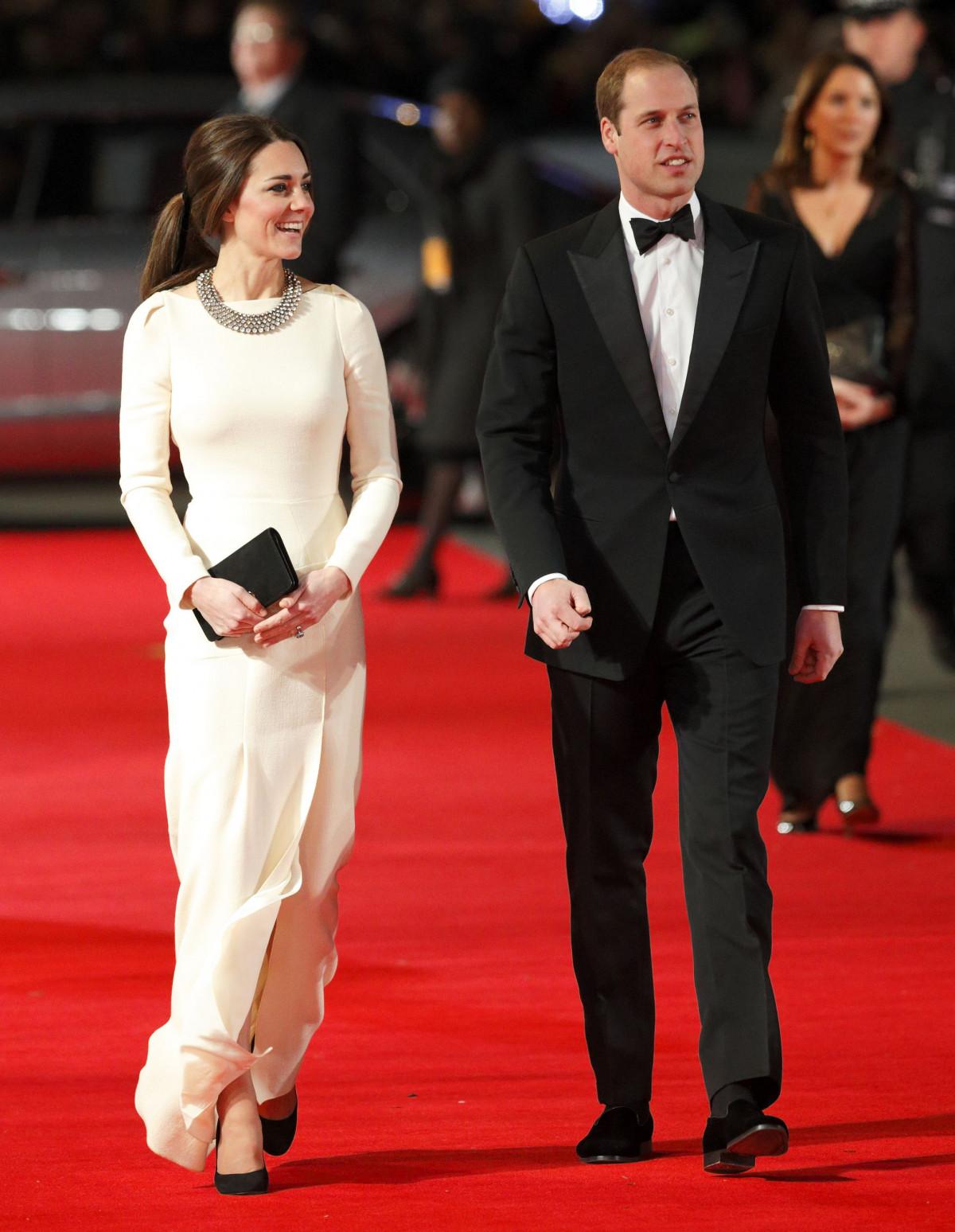 Кейт в белом платье Zara