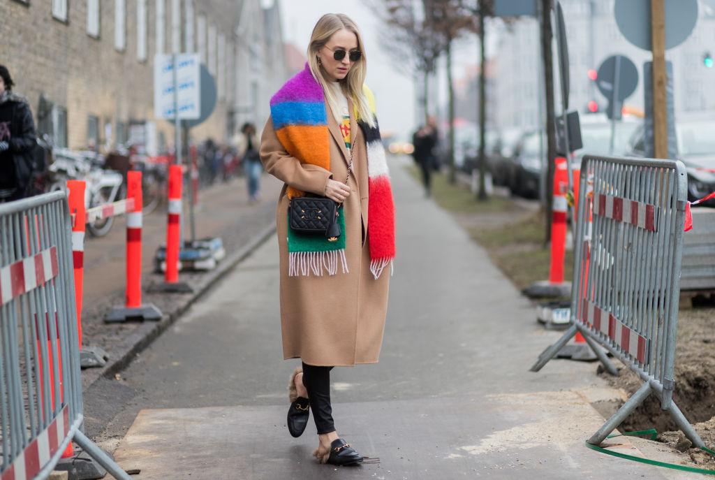 Как модно завязать шарф осенью