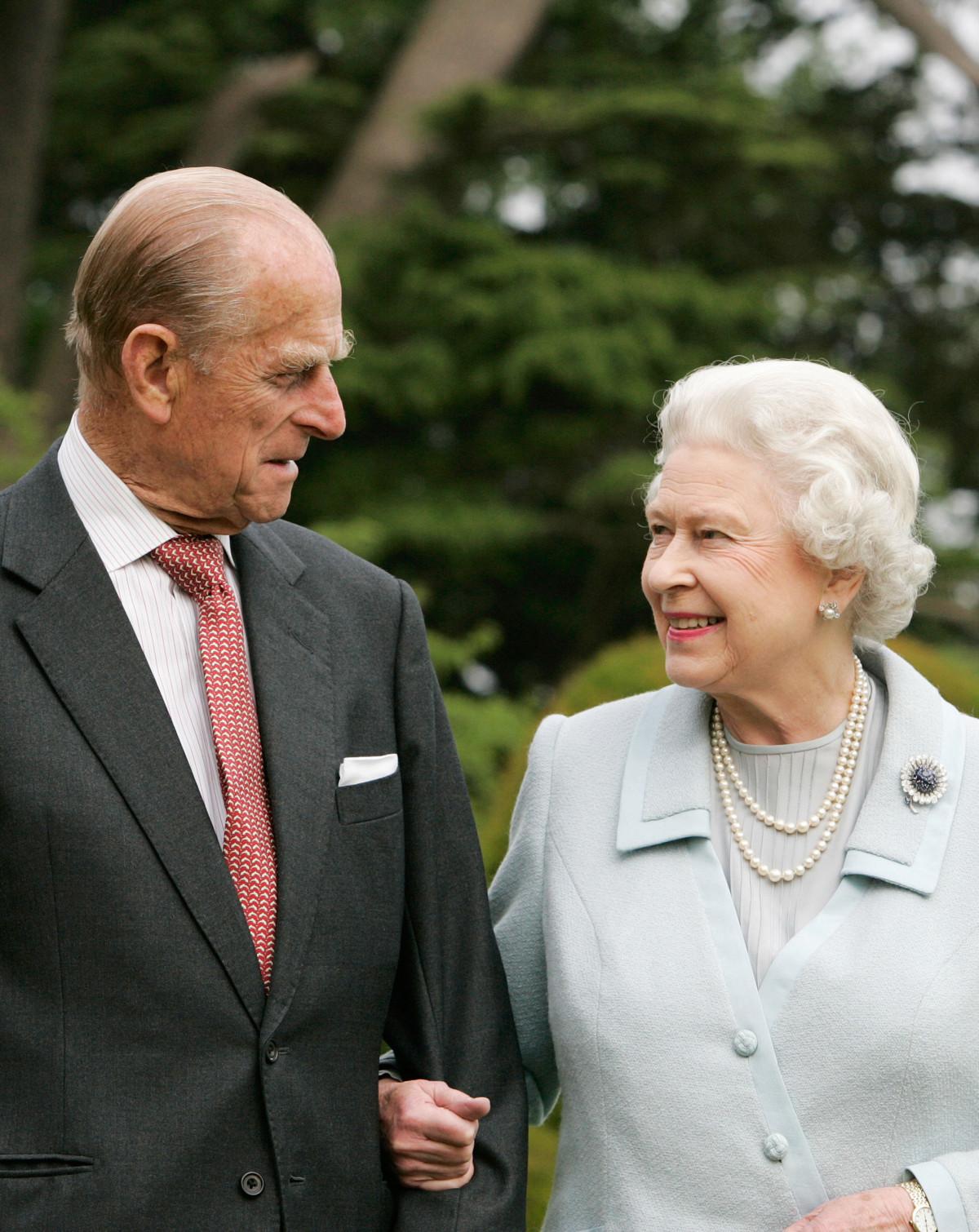 Королева тайно ебётся с поддаными фото 582-930