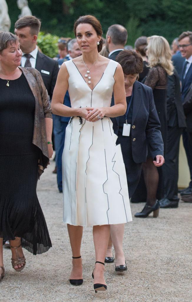 Кто дизайнер платья кейт миддлтон