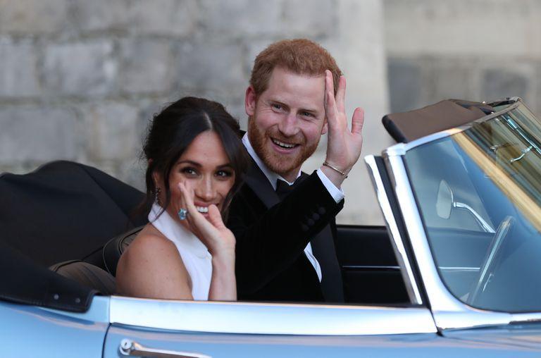 Меган и Гарри в Jaguar